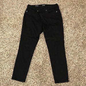 Women's black skinny ankle jeans